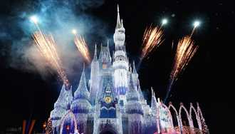 'A Frozen Holiday Wish' Castle Dreamlights installation begins
