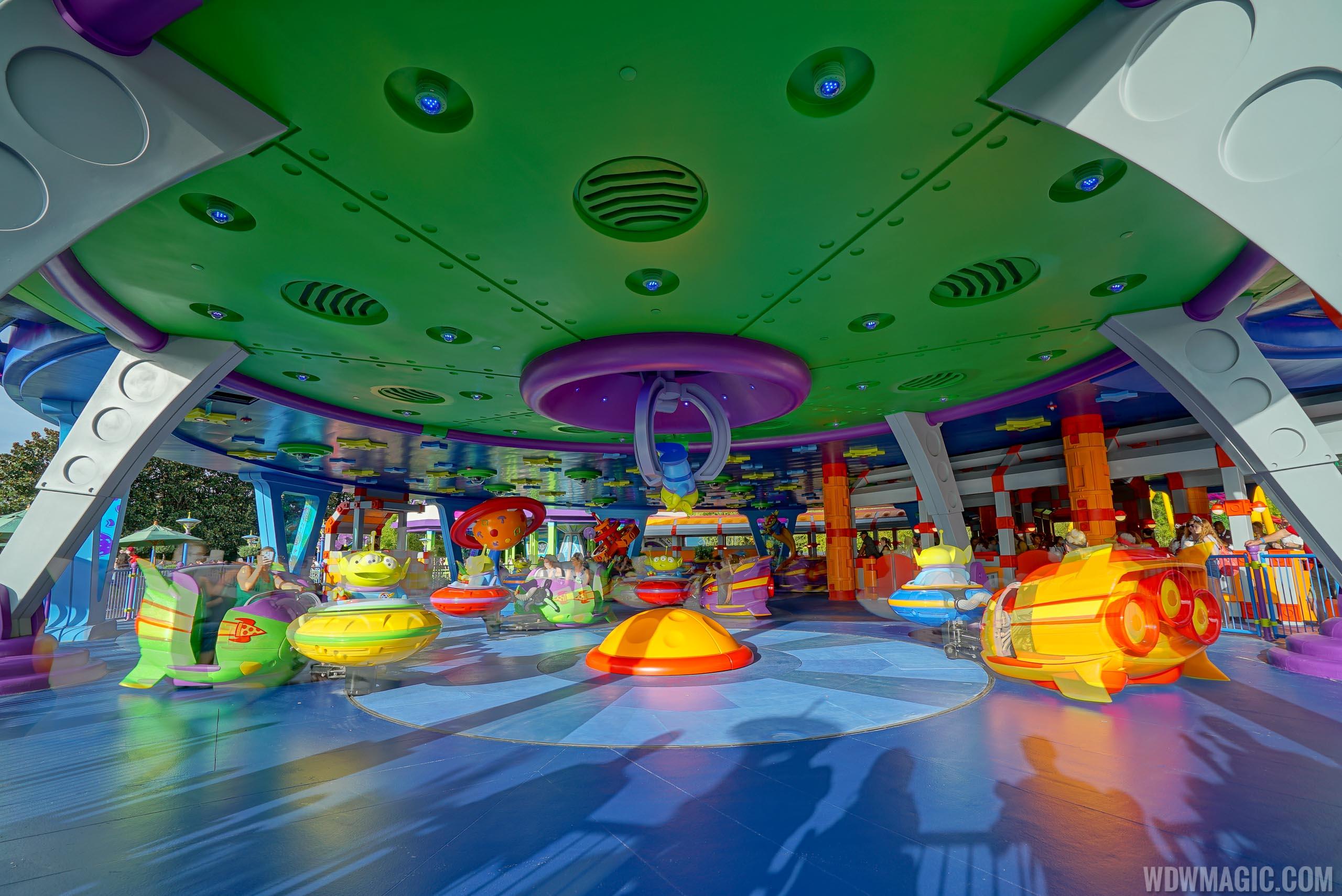 Alien Swirling Saucers ride