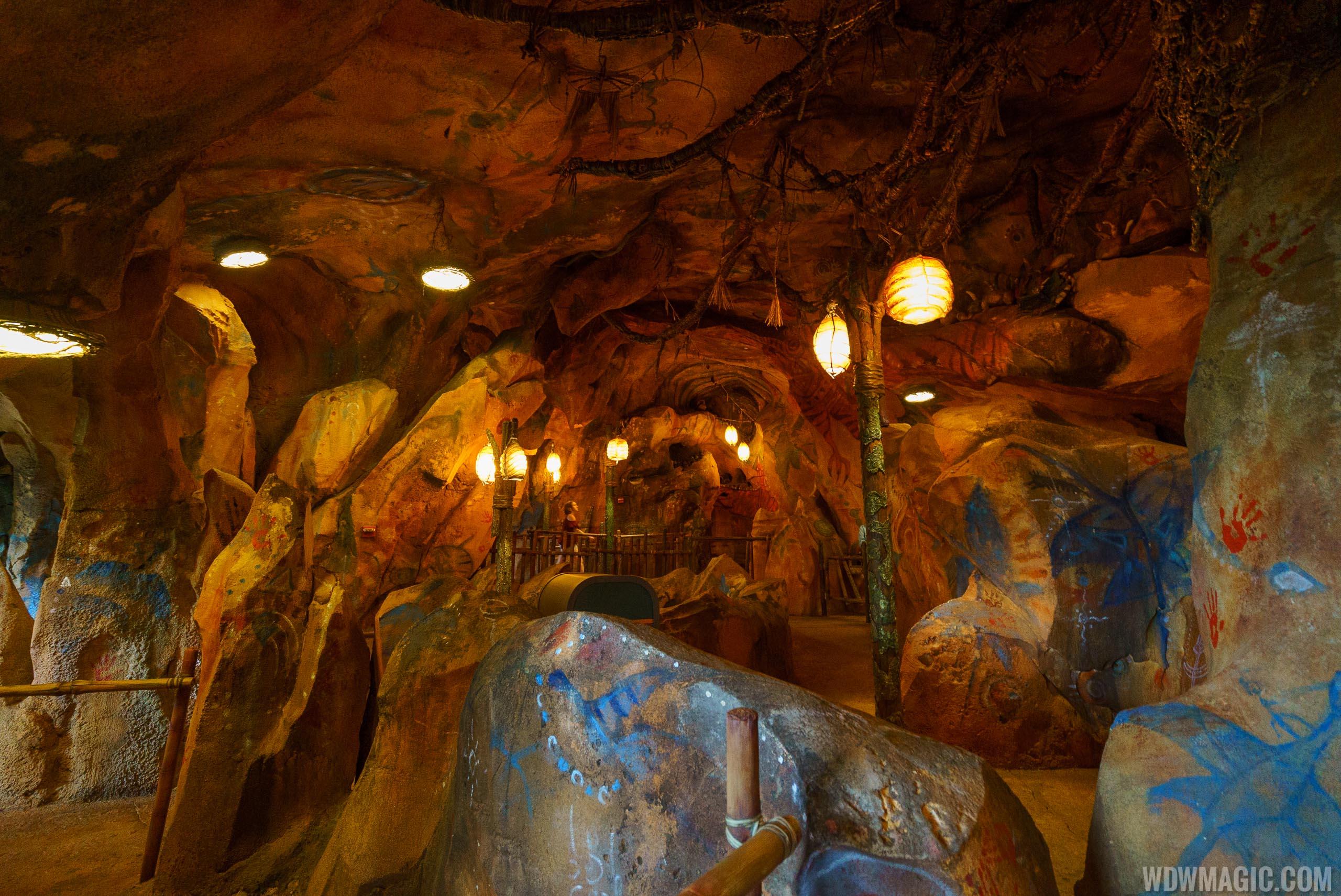 Avatar Flight of Passage cave queue space