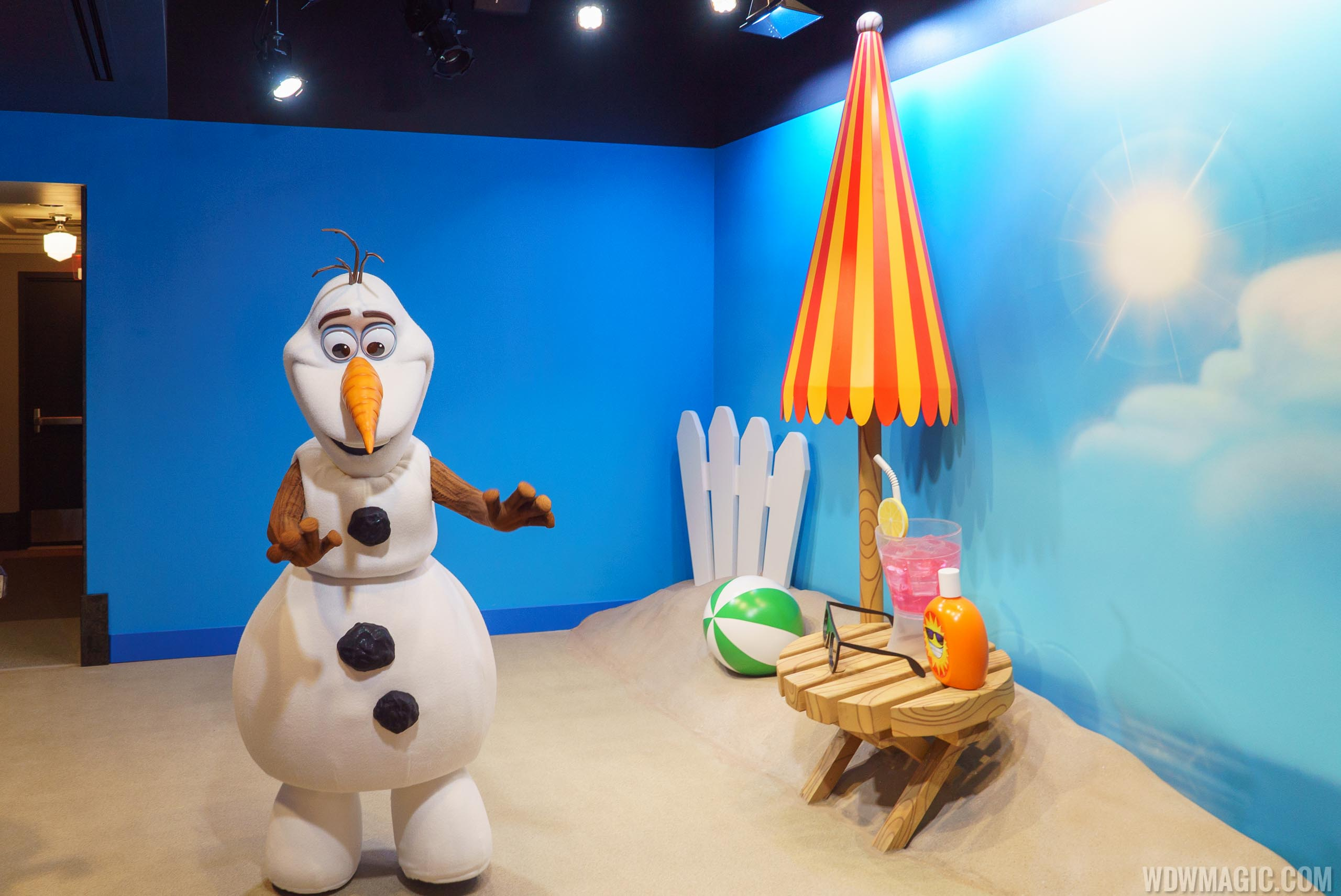Celebrity Spotlight Olaf meet and greet