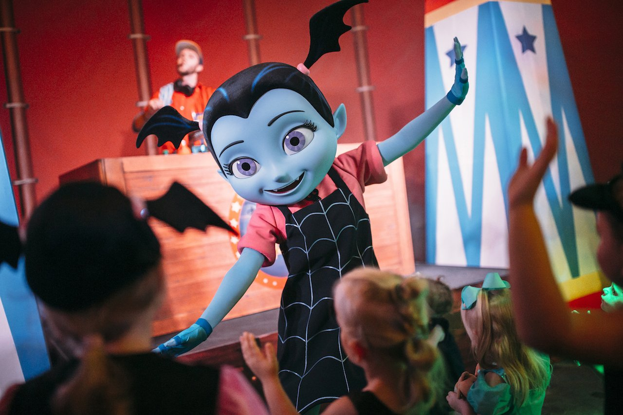 Vampirina meet and greet character