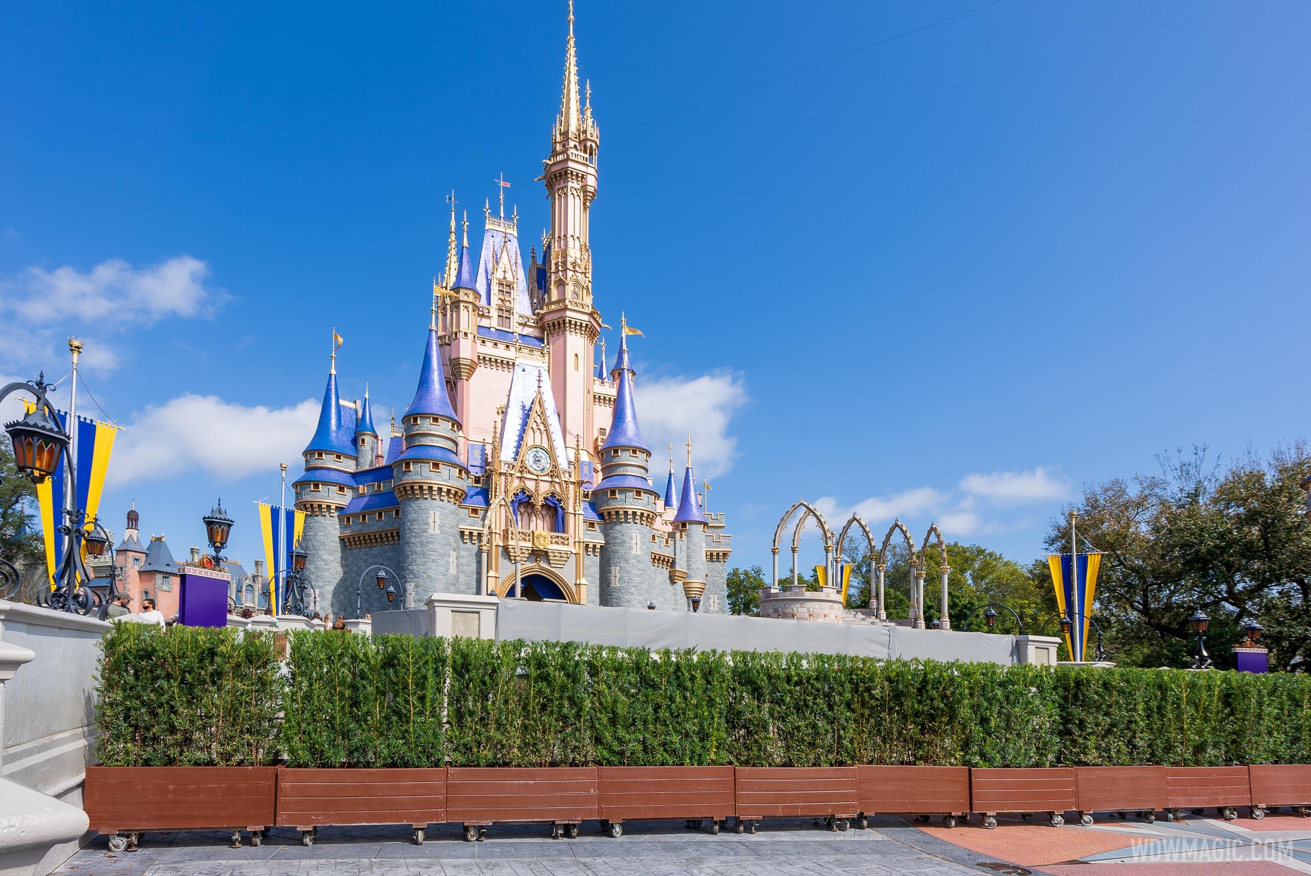Cinderella-Castle_Full_40909.jpg