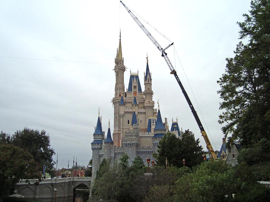 Crane onsite removing the Castle Dream Lights