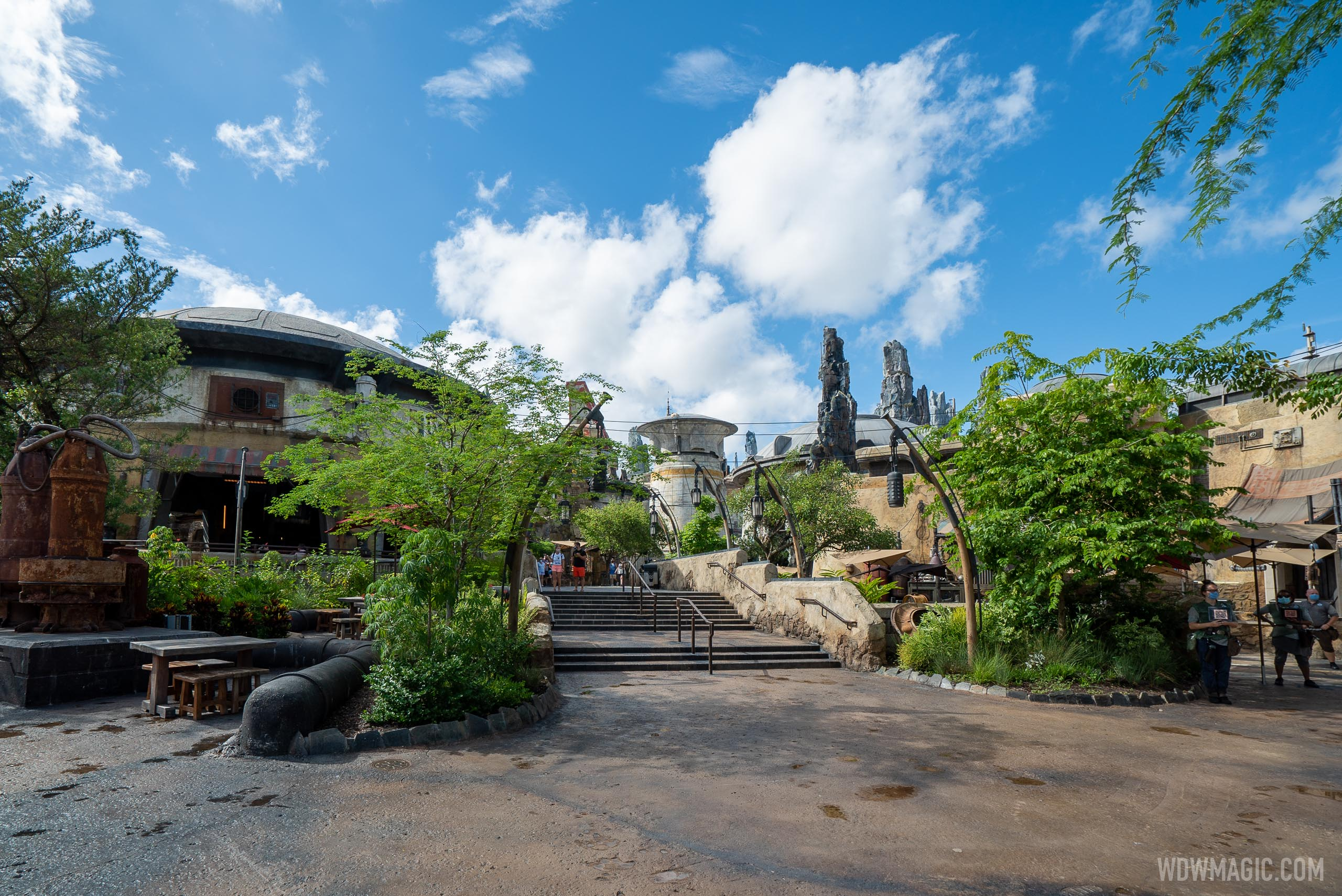 Low crowds at Star Wars Galaxy's Edge
