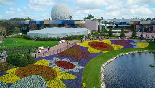 VIDEO - Installing the new EPCOT fountain pylons at the main entrance