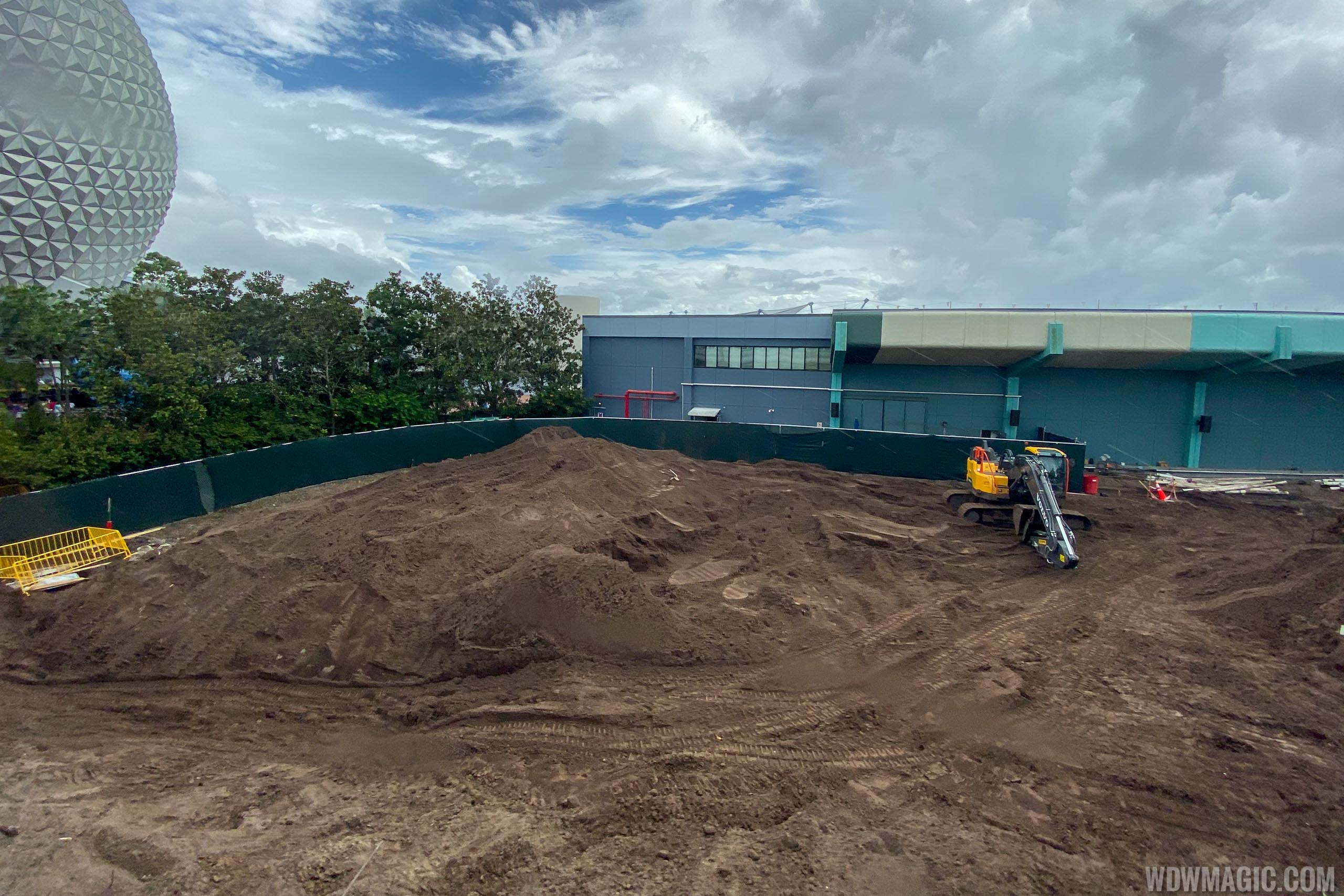 Epcot central area construction October 2019 - Between Living Seas and Innoventions West