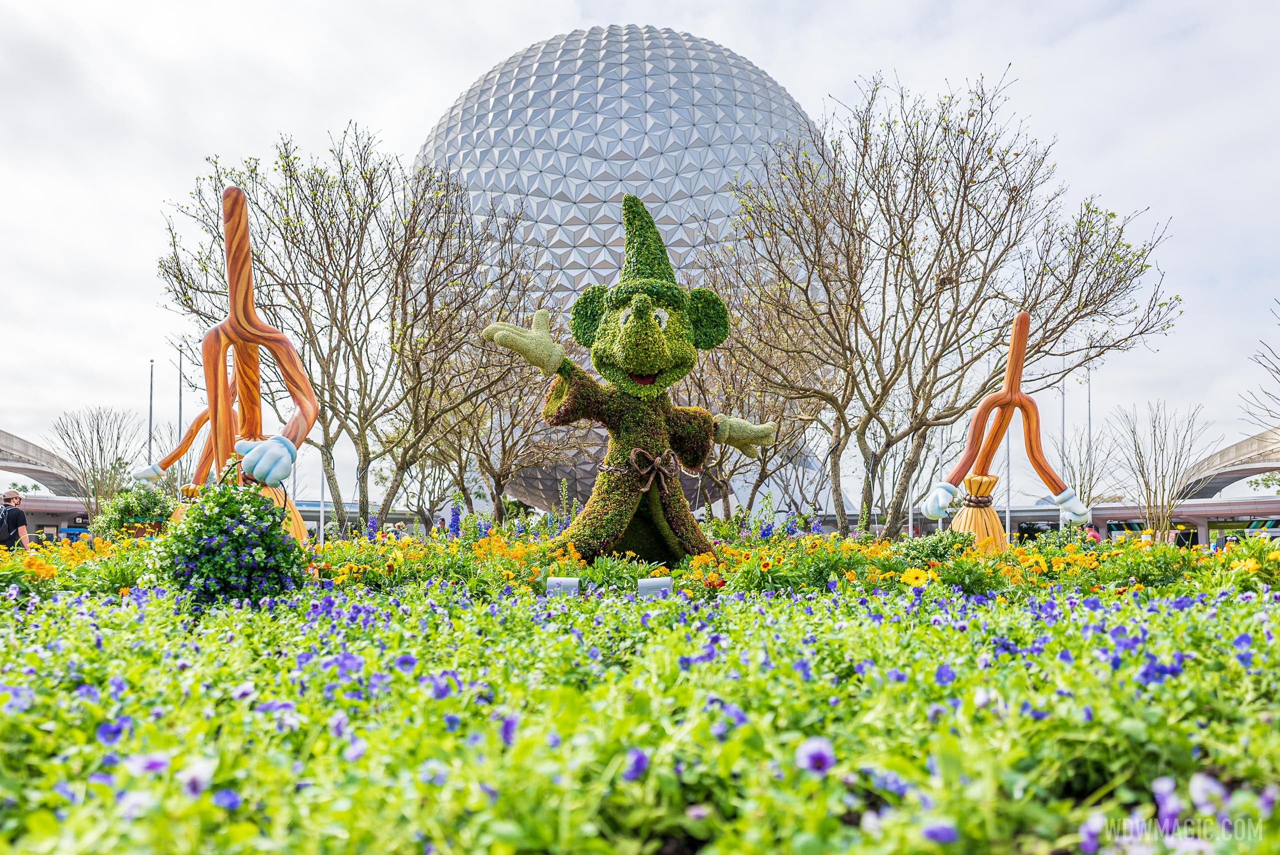 EPCOT main entrance topiary - March 2021