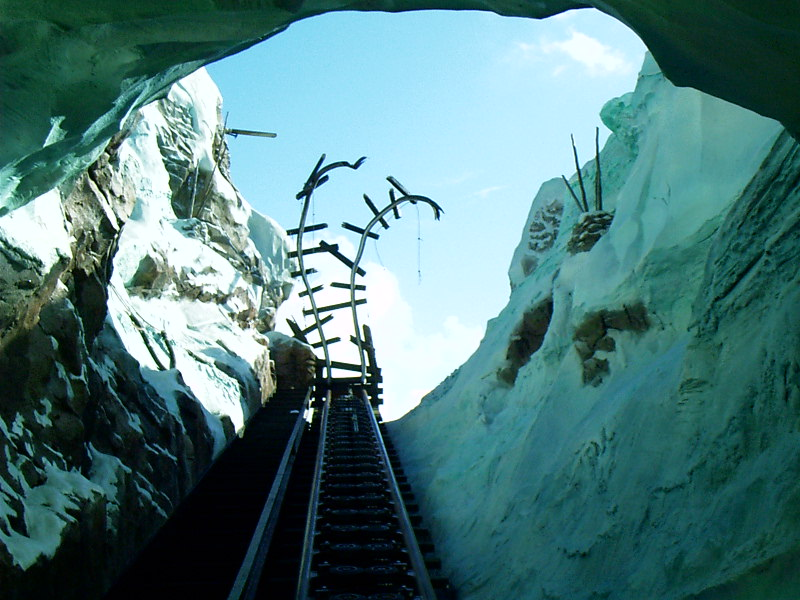 Expedition Everest construction - more track views