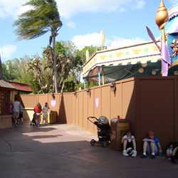 Expansion walls from Village Haus to Toontown Fair