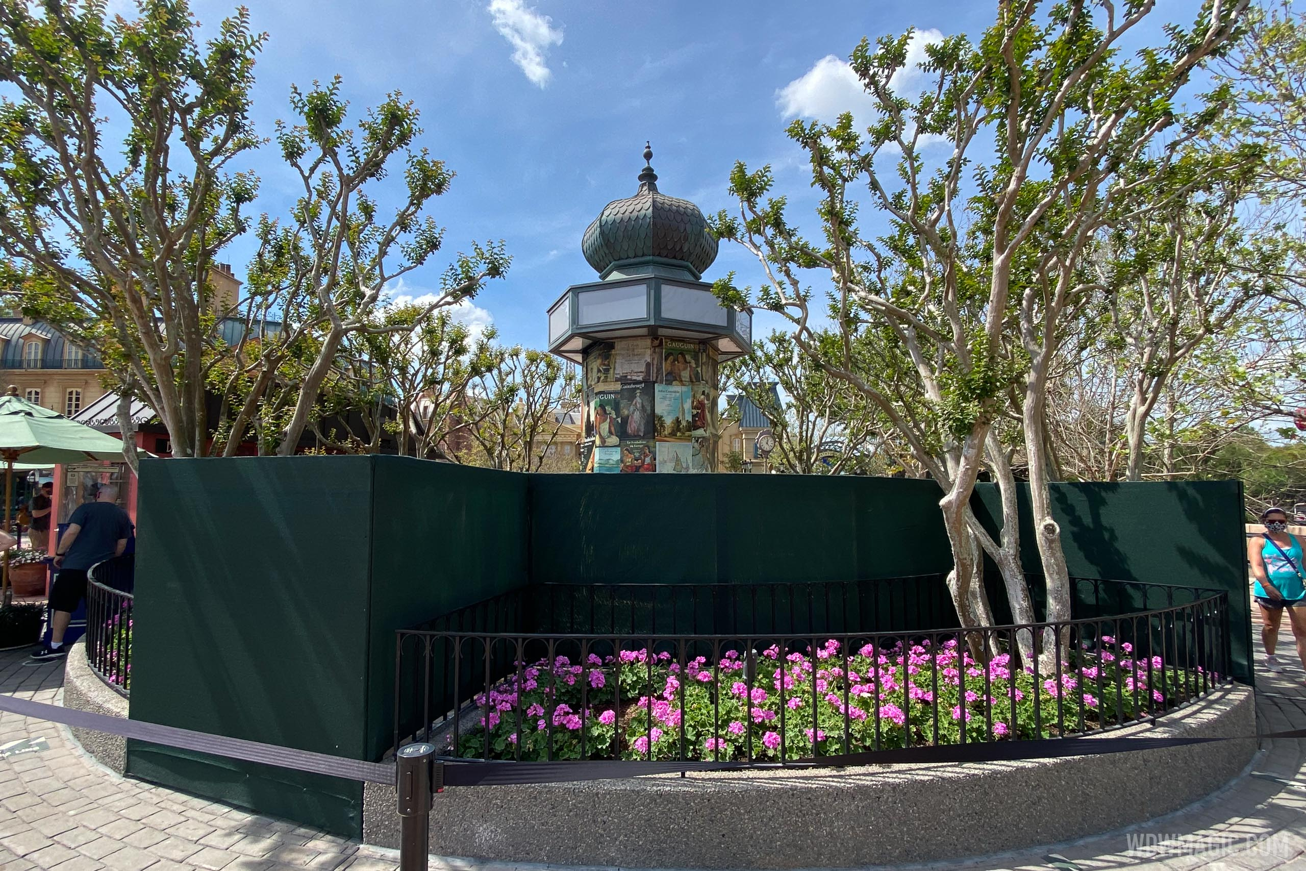 France Pavilion Morris Column refurbishment