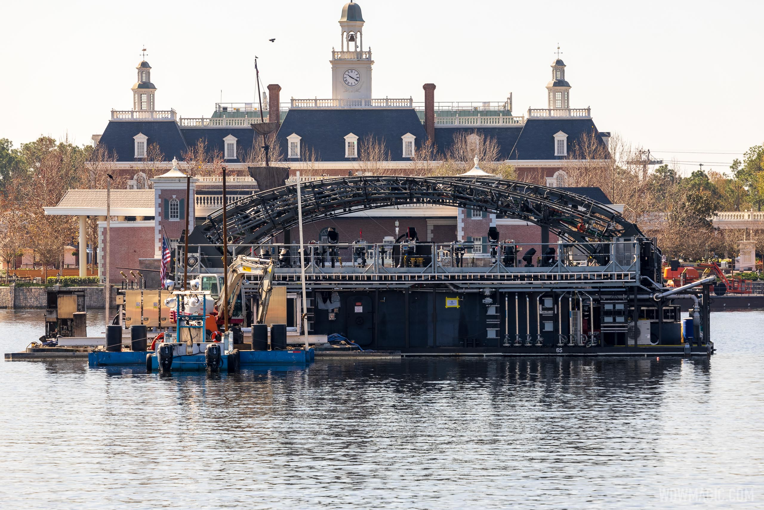 Central ring barge