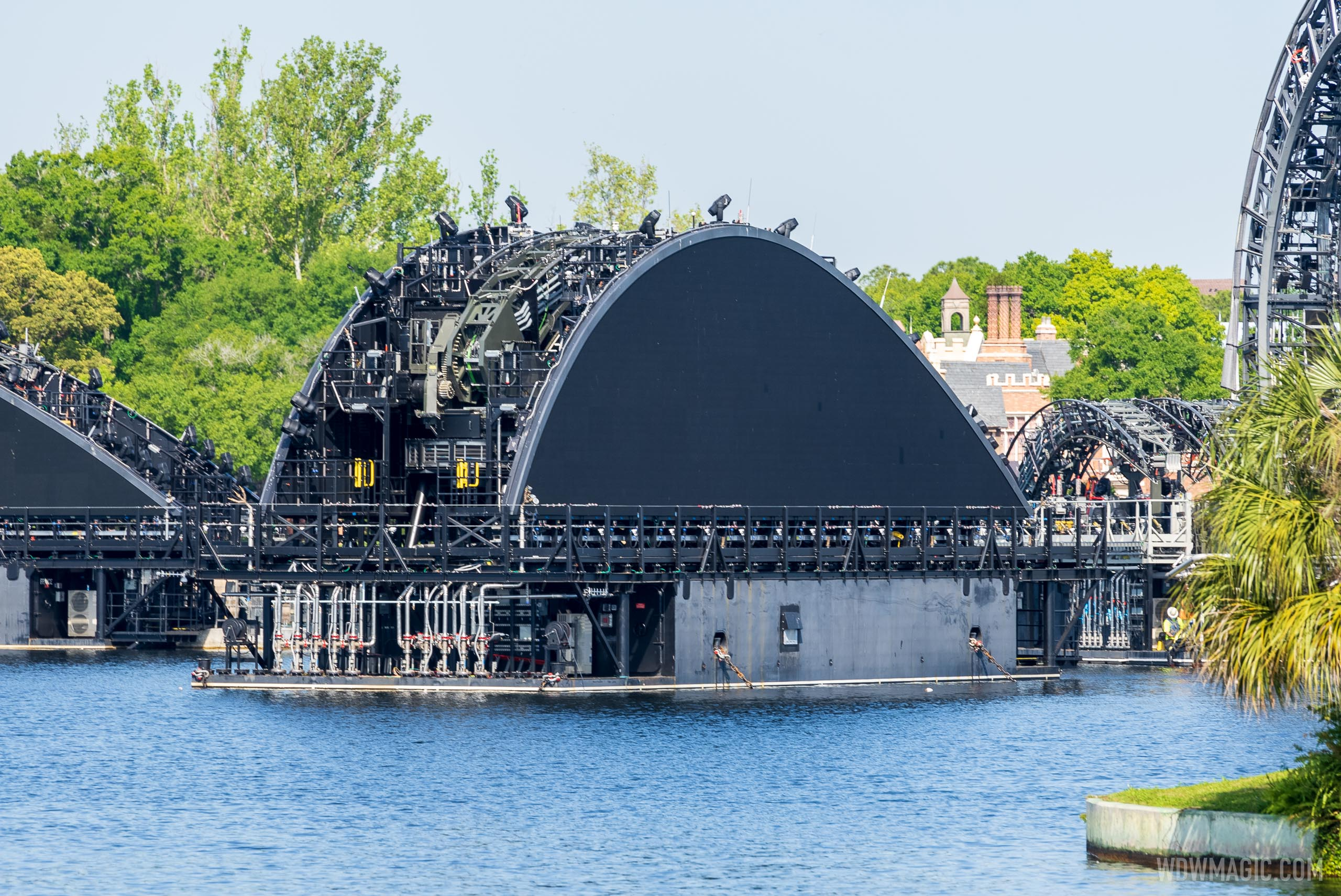 Fourth Harmonious fin barge (Germany) in position