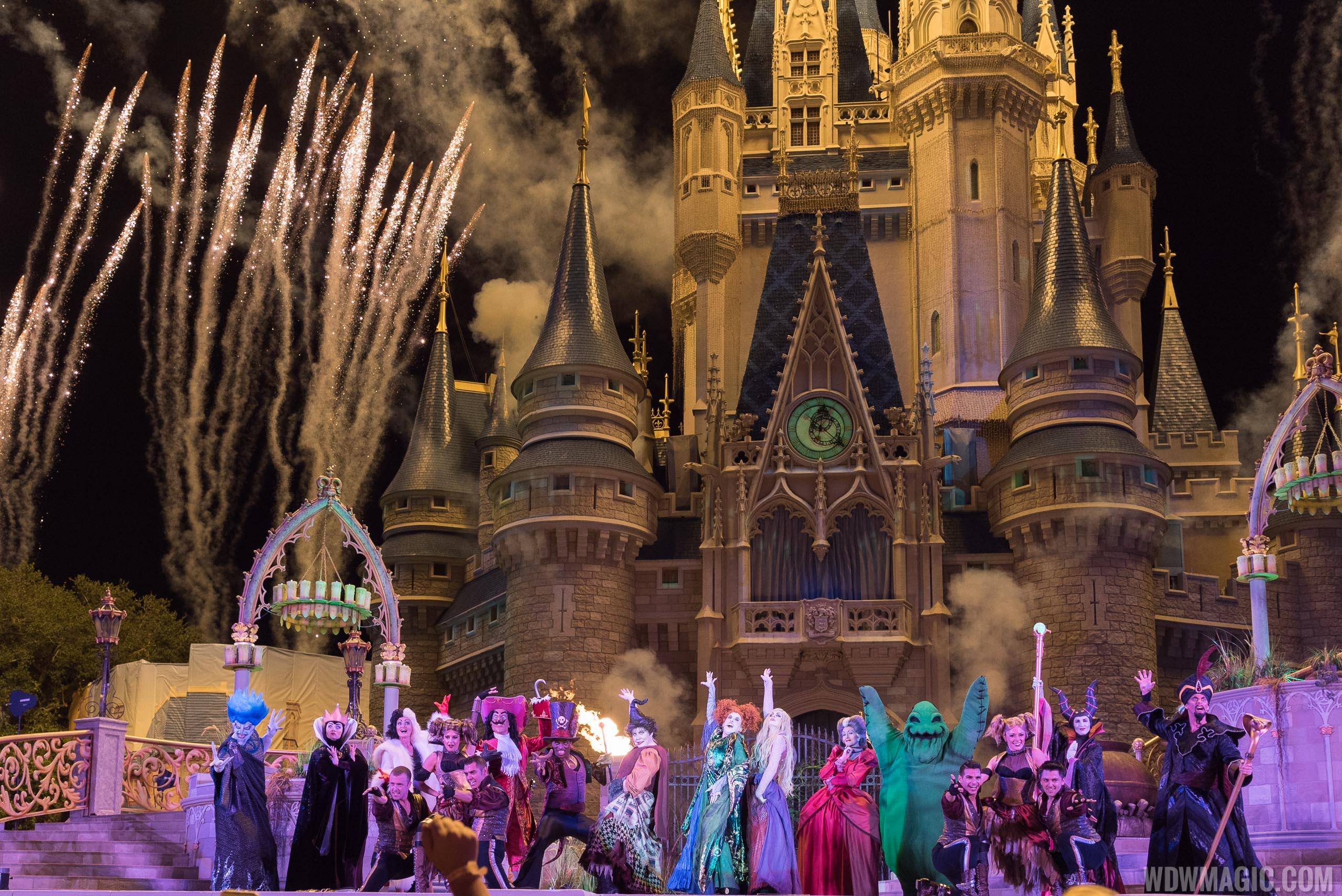 video - hocus pocus villain spelltacular headlines this year's