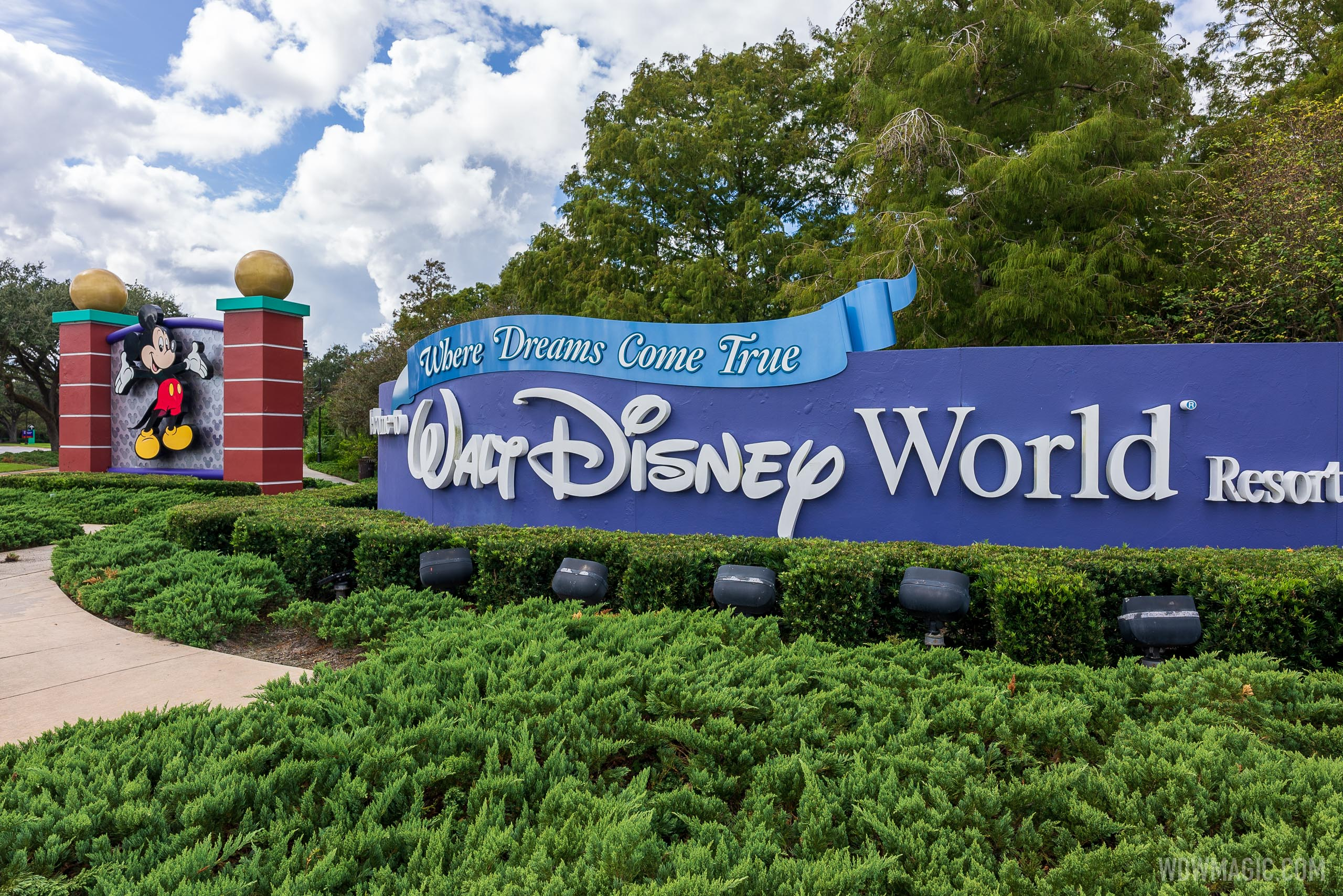 Walt Disney World Hotel Plaza Blvd gateway entrance