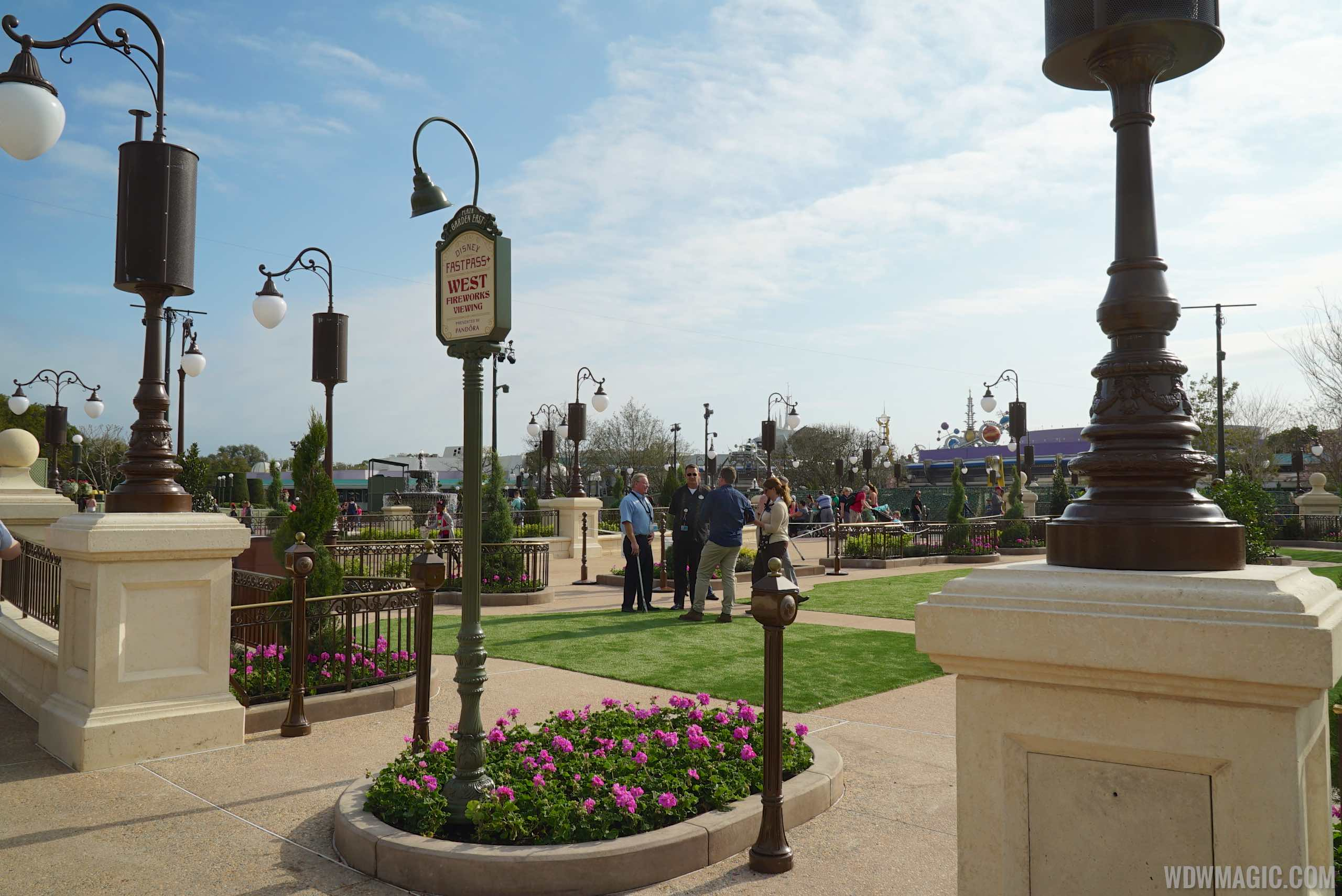 Original FastPass+ viewing area in the Plaza Gardens
