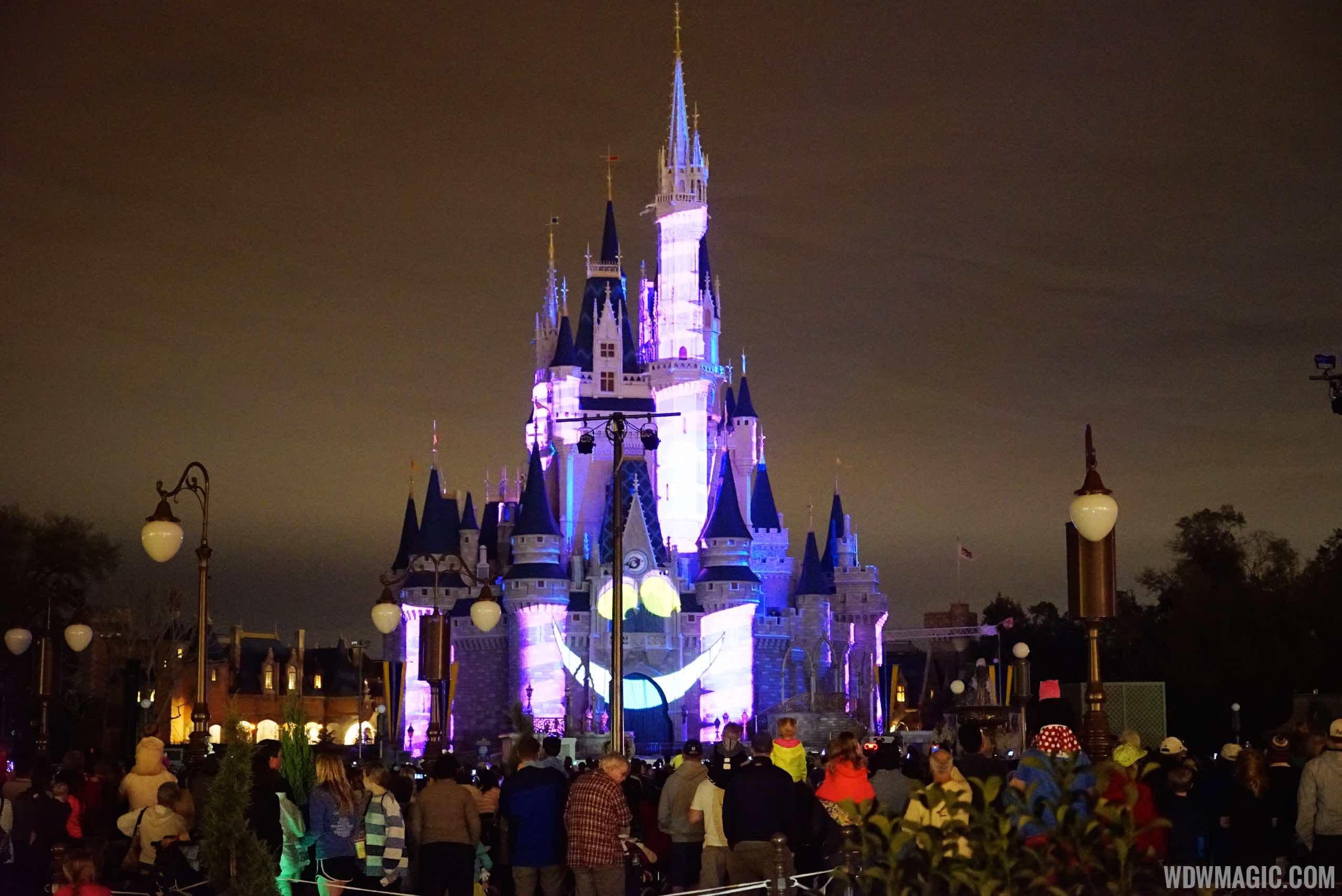 Lighting poles blocking the castle view
