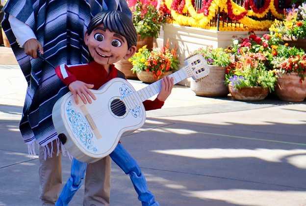 Mariachi Cobre Coco Miguel puppet