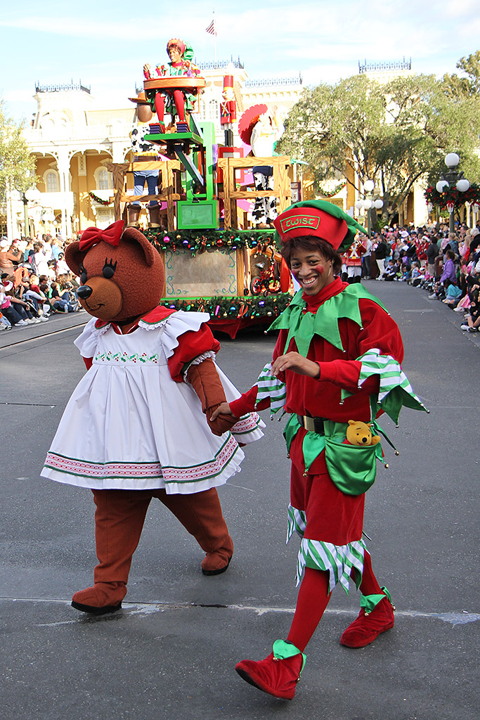 Mickey S Once Upon A Christmastime Parade 2009 Photo 50 Of 62