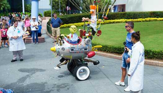 VIDEO - Muppet Mobile Lab back at Epcot