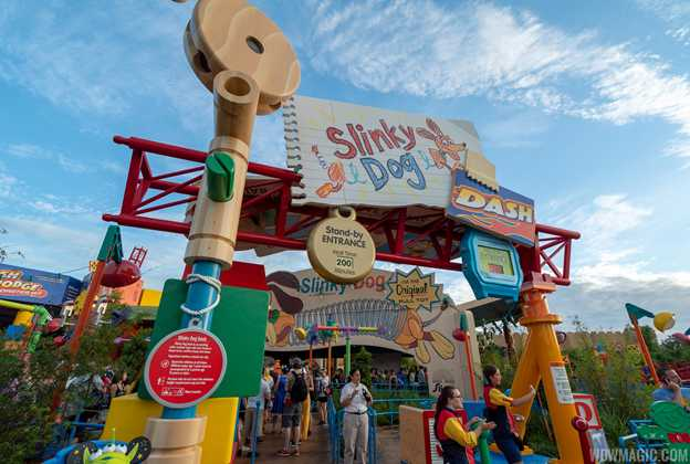 Slinky Dog Dash queue