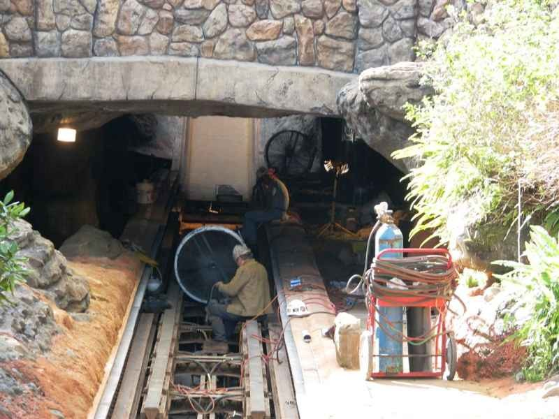 Splash Mountain drained for refurbishment