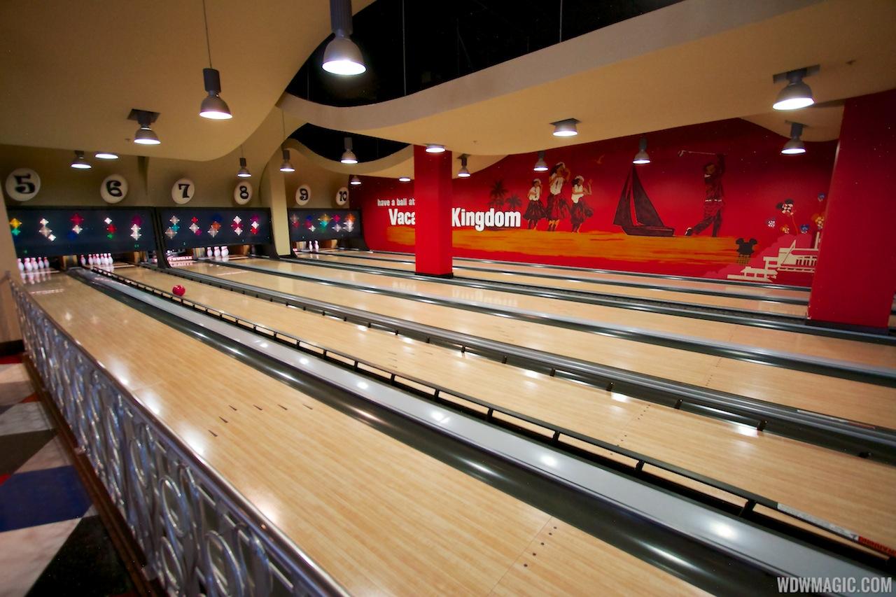 Splitsville lower level bowling lanes