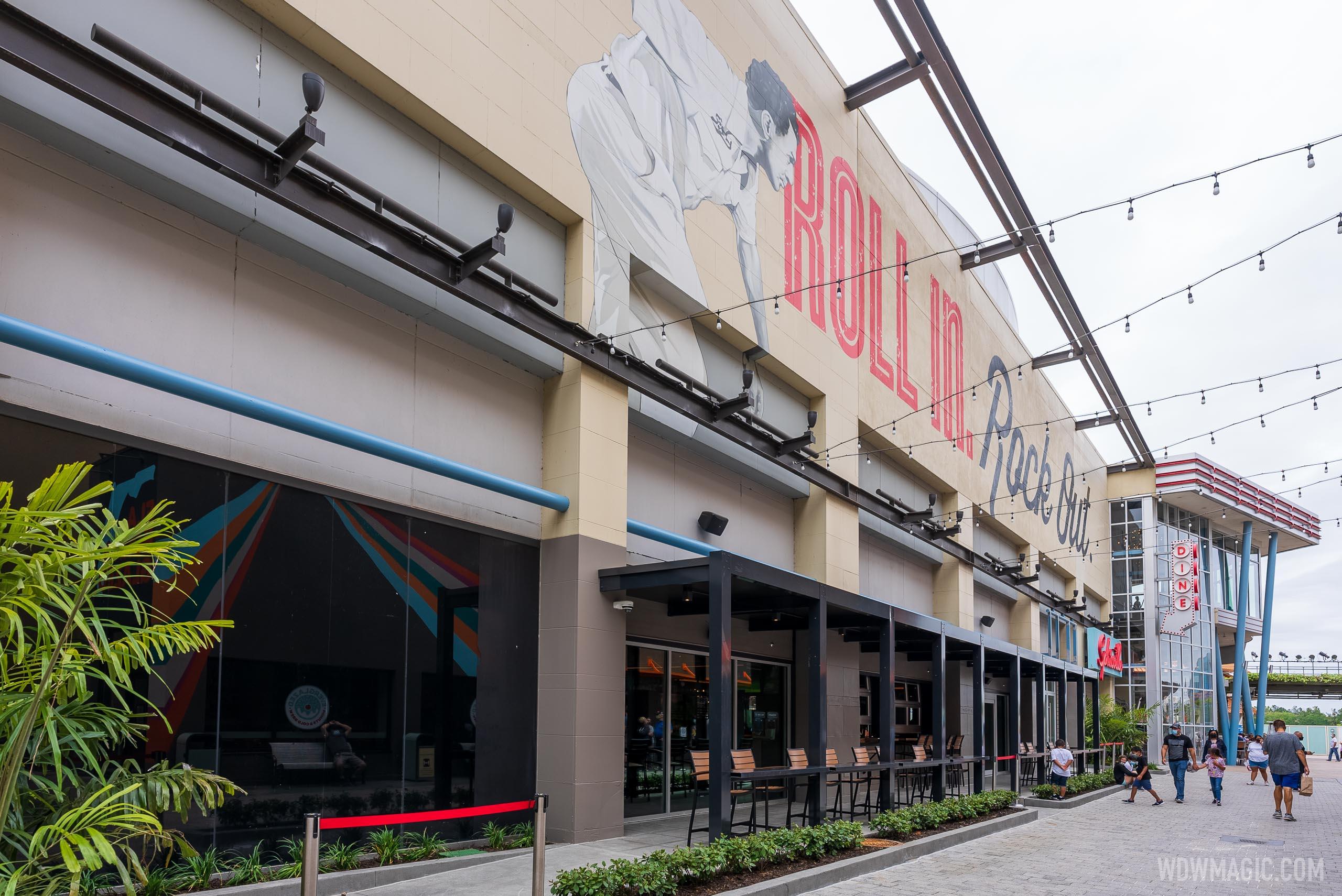 Splitsville new indoor-outdoor bar