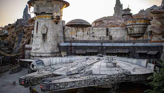 VIDEO - Spectacular drone flight through Star Wars Galaxy's Edge at Disneyland