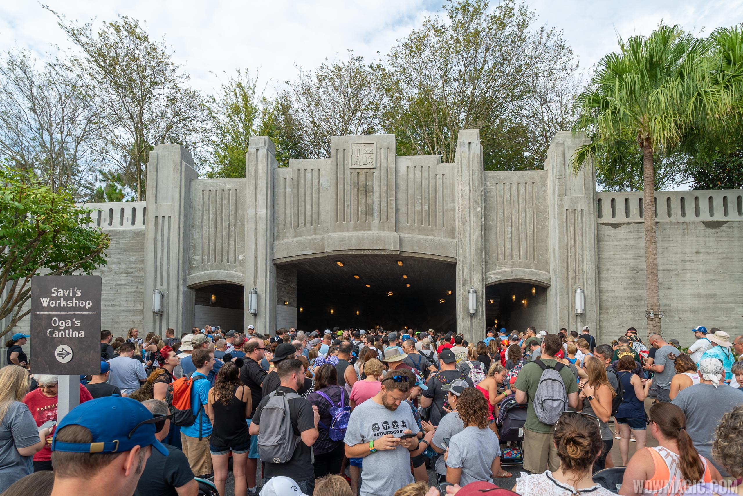 Star Wars Galaxy's Edge passholder preview crowds
