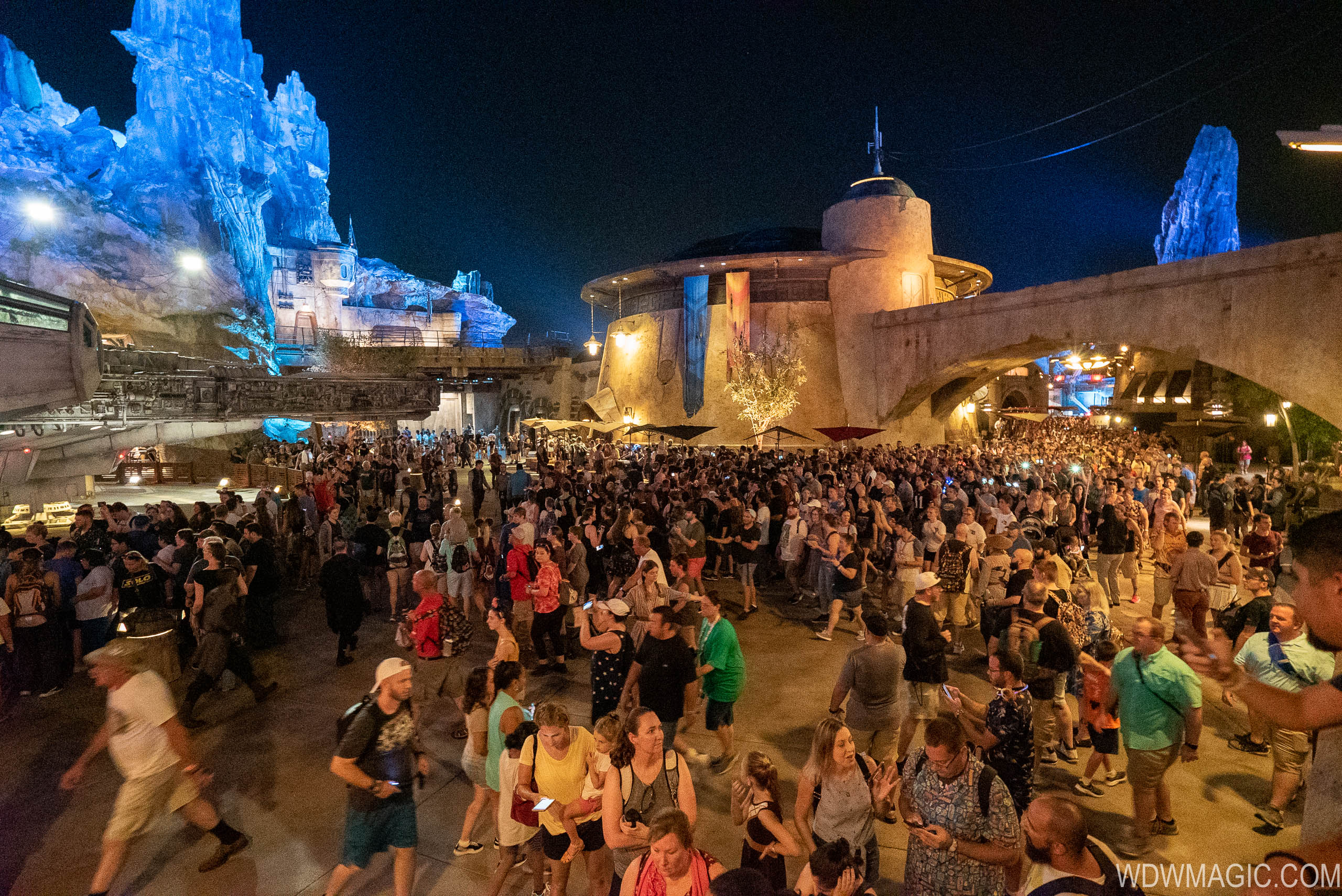 Yesterday's opening saw huge crowds at Galaxy's Edge