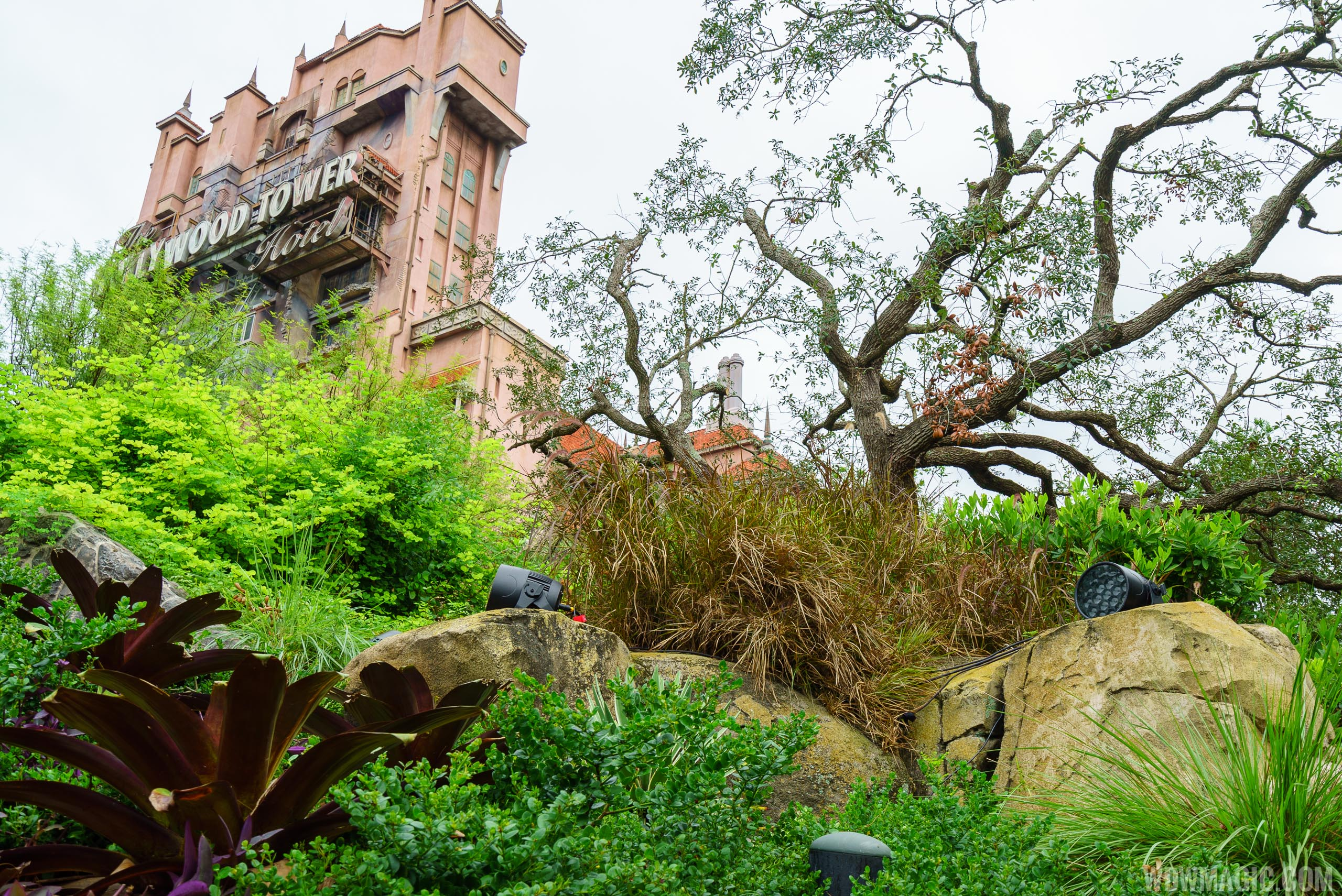New lighting units around the Hollywood Tower Hotel