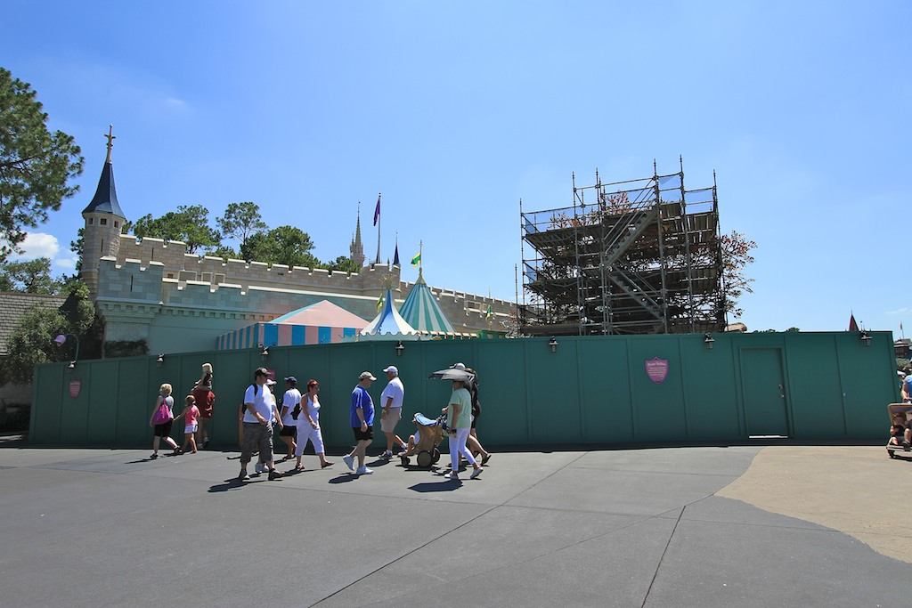 Queue area construction