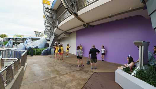 PHOTOS - Paint work underway in Tomorrowland as work on new color scheme begins