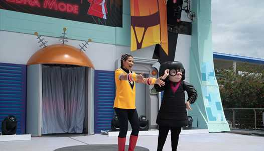 VIDEO - Edna Mode at the Incredible Tomorrowland Expo