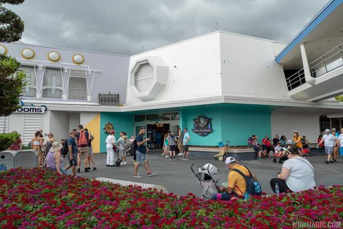 Tomorrowland paint changes around Mickey's Star Traders - April 2019