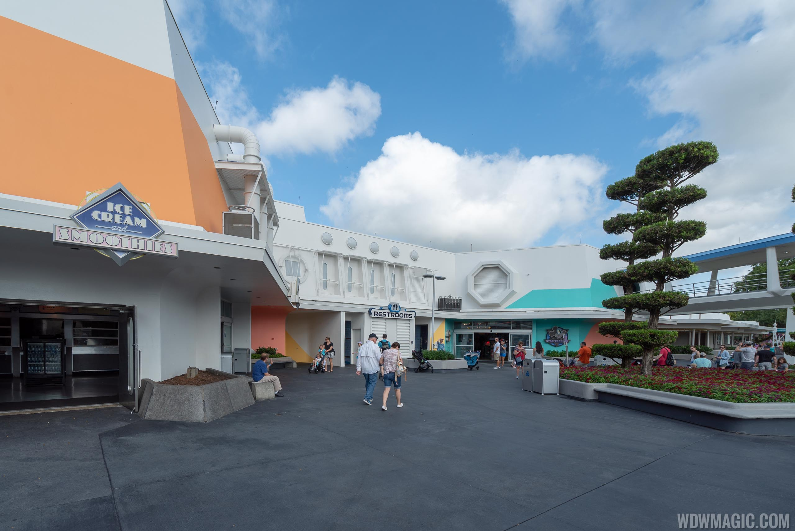 Tomorrowland paint changes around Mickey's Star Traders - May 2019