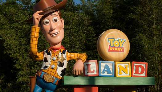 PHOTOS - First look at the Toy Story Land entrance marquee