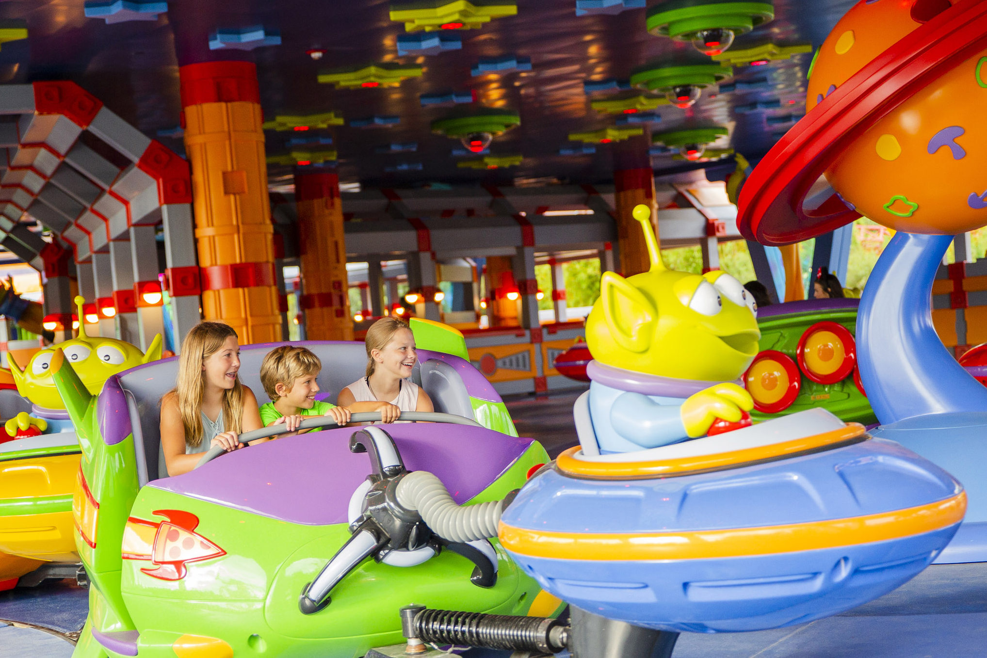Alien Swirling Saucers ride