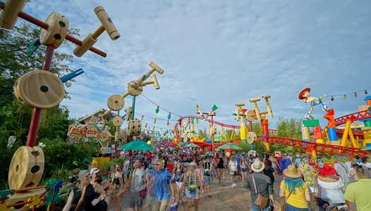 PHOTOS - Toy Story Land reaches capacity on opening day