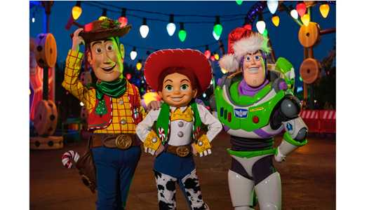 VIDEO - Sneak Peek at the holiday decor coming to Toy Story Land