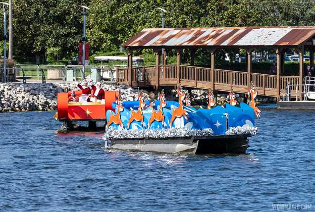 Santa Claus on the lake at Disney Springs 2020