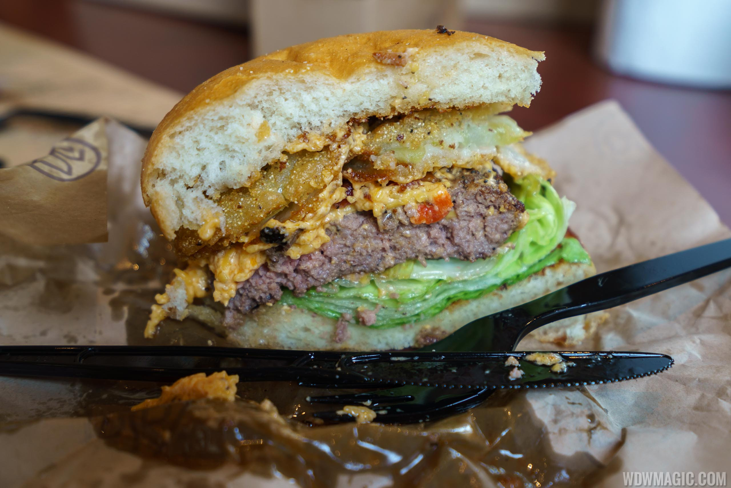 D-Luxe Burger - Southern Classic Burger