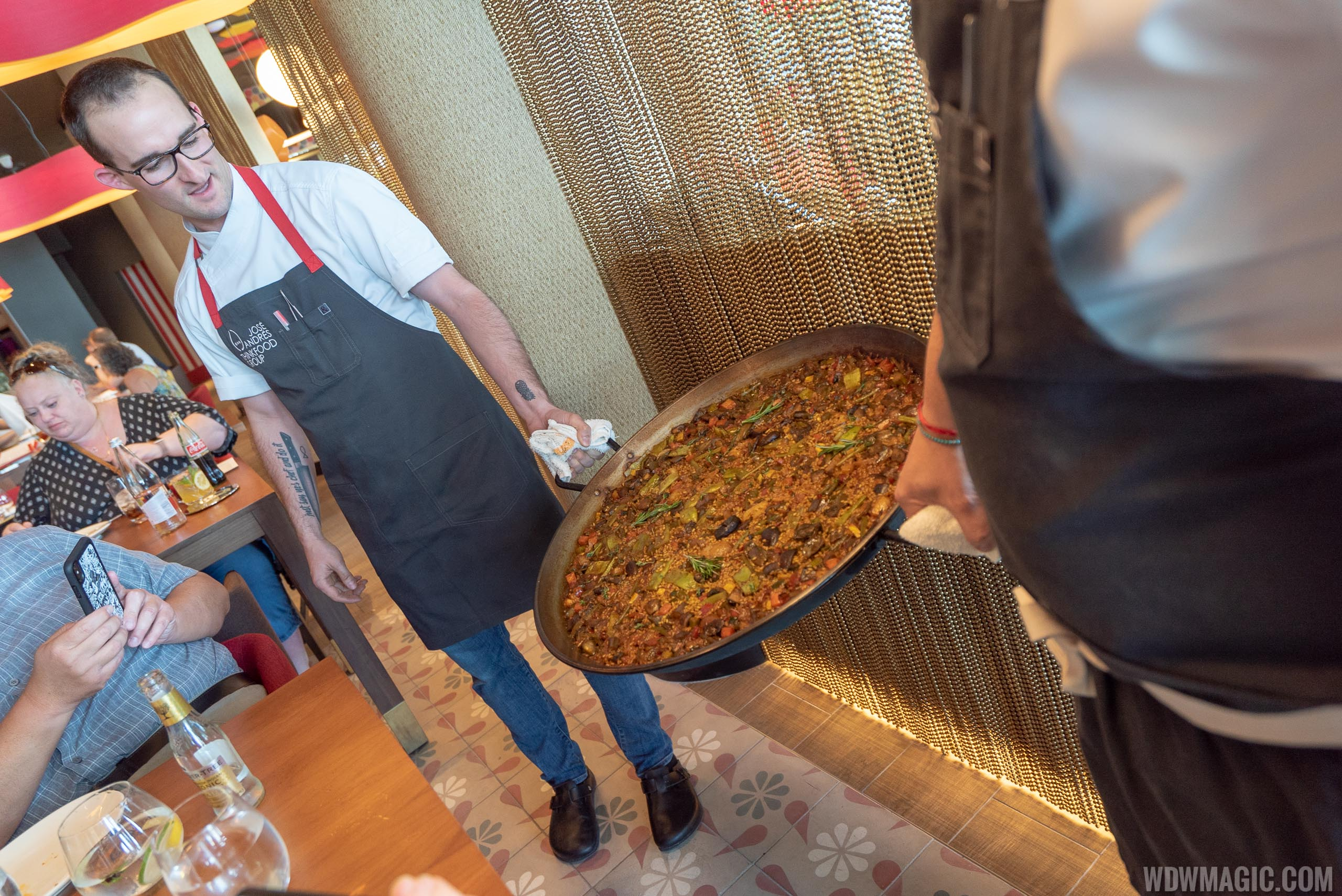 Paella - Arroz de verduras y setas de temporada