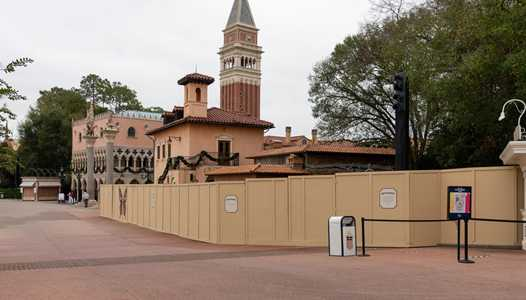 PHOTOS - La Gelateria at the Italy pavilion takes shape as main building is installed overnight