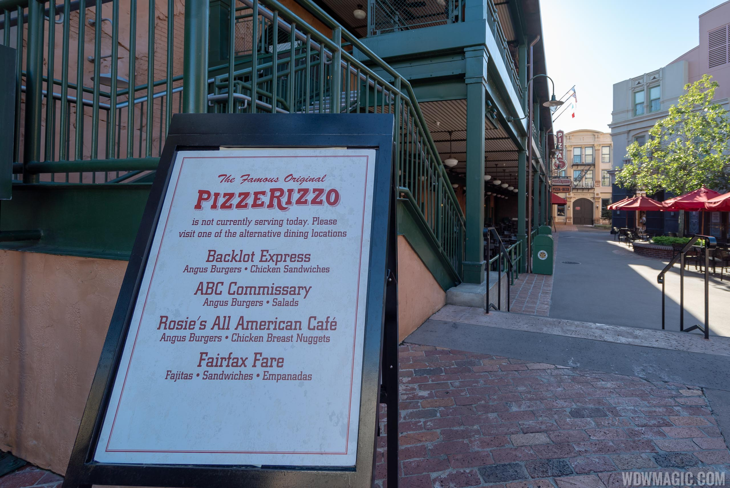 PizzeRizzo closed sign