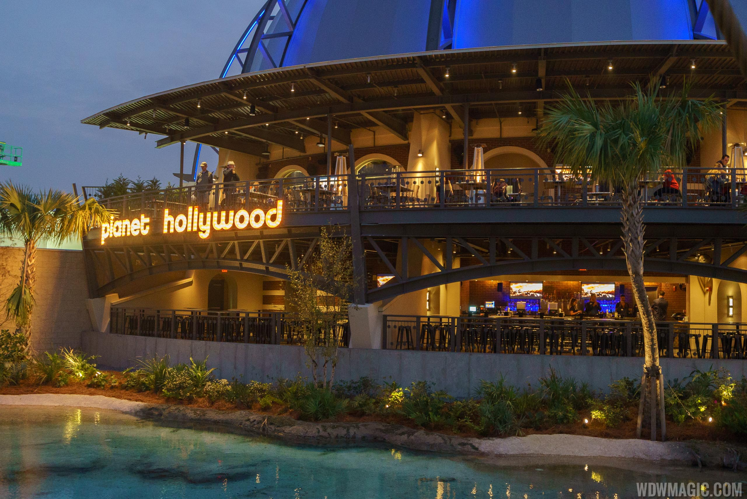 Planet Hollywood Observatory - Stargazers Lounge and Outdoor dining