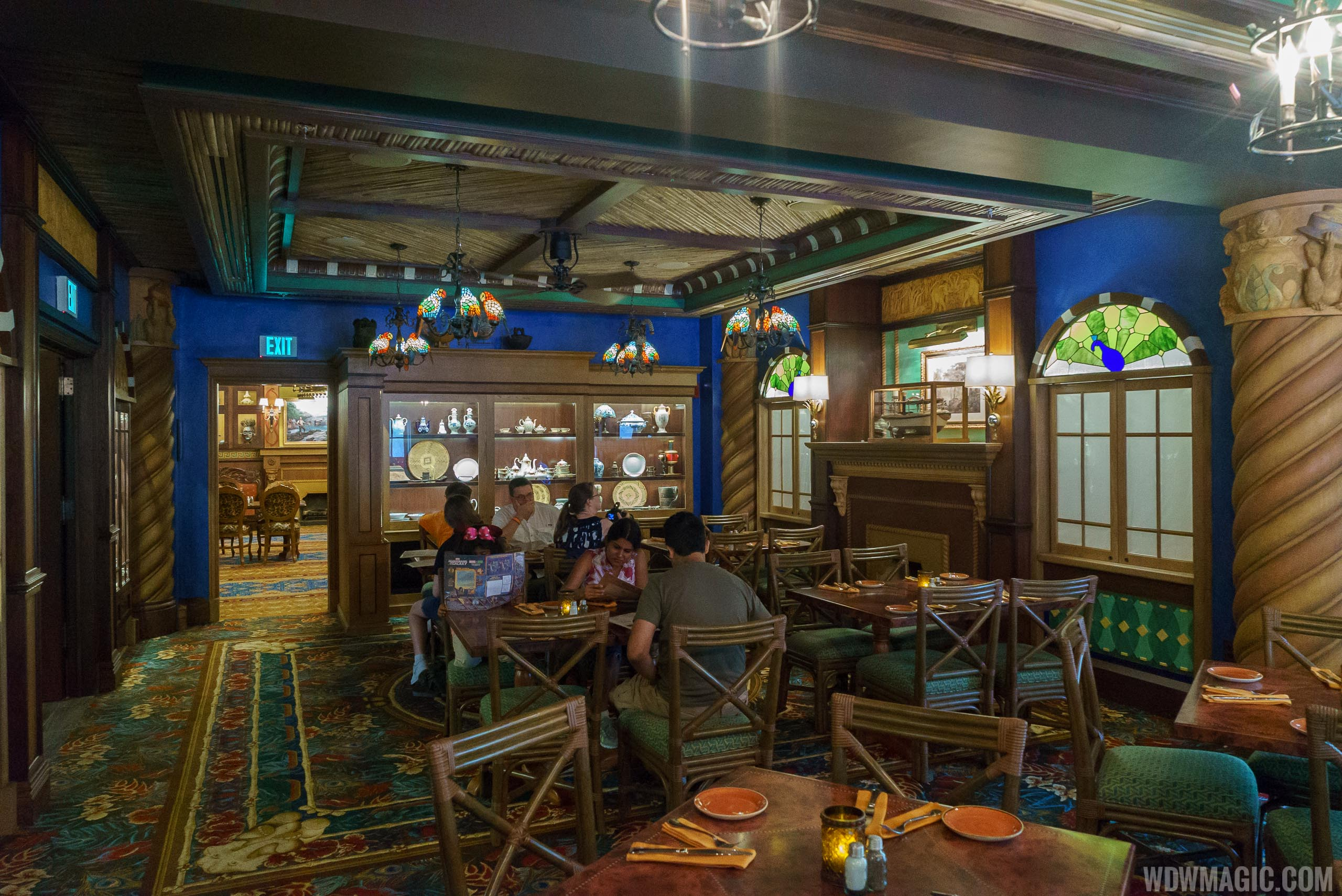 Jungle Cruise Skipper Canteen - Jungle dining room