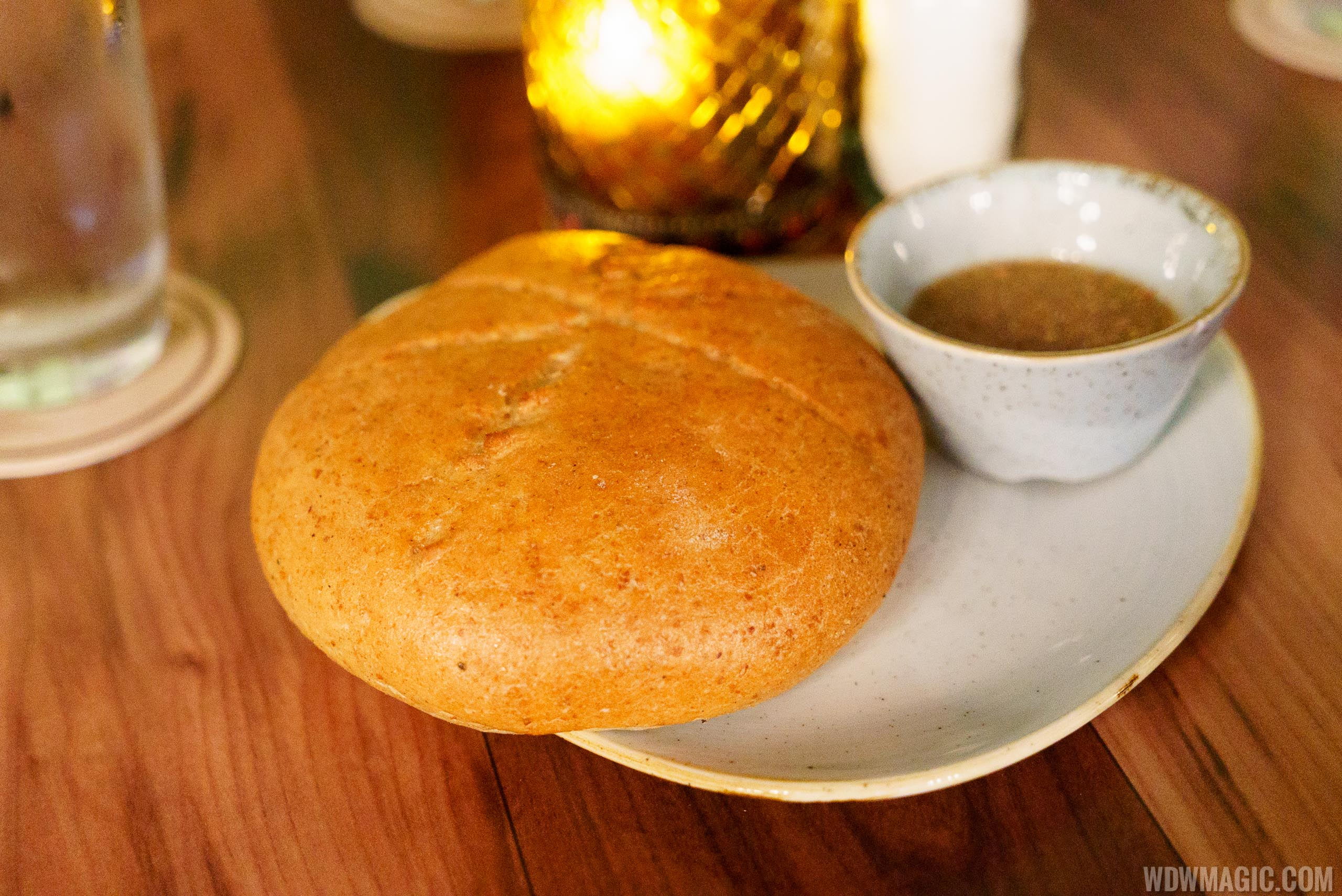 Jungle Cruise Skipper Canteen - Bread with honey dip