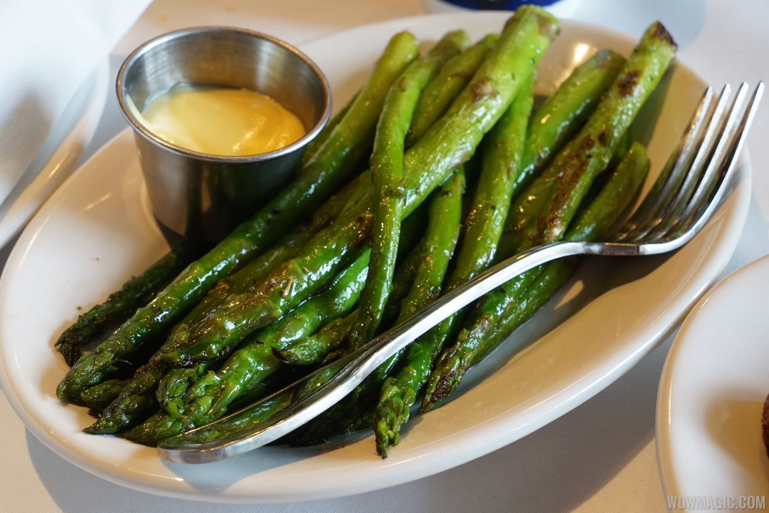 The BOATHOUSE Food - Grilled Asparagus