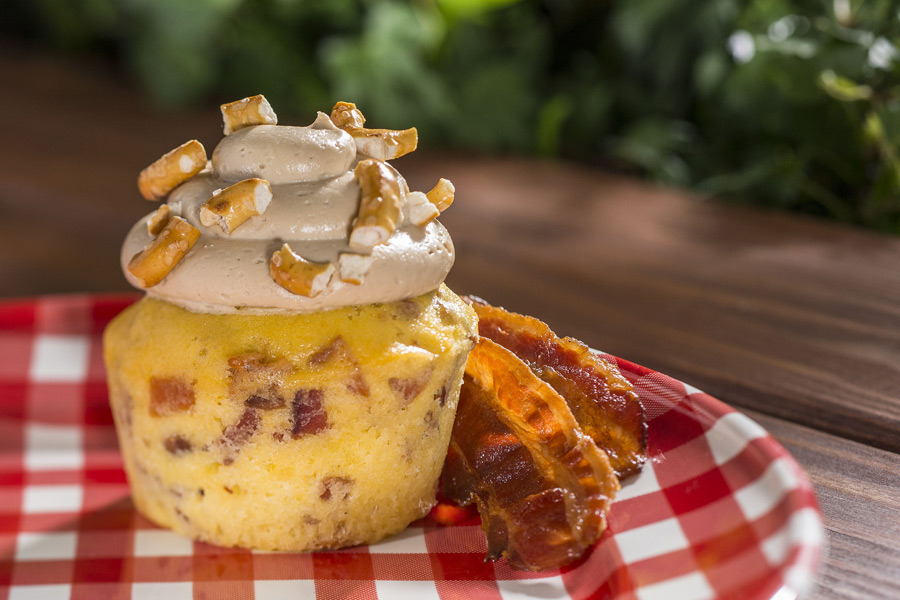'Piggylicious' bacon cupcake with maple frosting and pretzel crunch